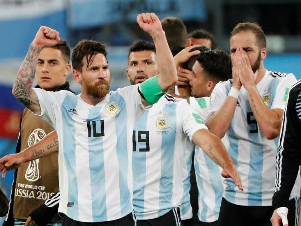 """Valdano: """"Mọi người luôn nghĩ Messi phải làm được mọi việc"""""""