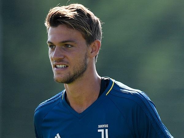 Tin bóng đá 23/7: Roma tăm tia sao Juventus