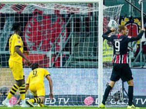 Dortmund ngã ngựa phút cuối, Reus nổi cáu với đồng đội