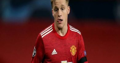 Tin thể thao 15/1: MU vẫn muốn giữ Van de Beek